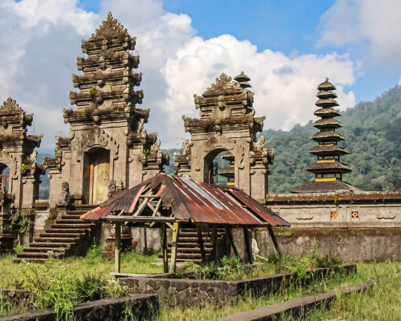 Hidden-gems-Bali-Tamblingan-lake-tempel