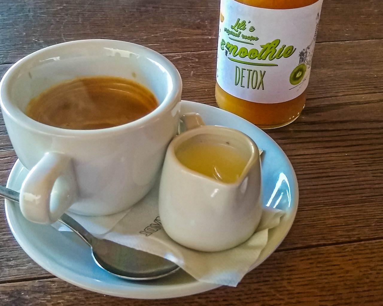 Koffie-kop-smoothie-Lili's-cafe
