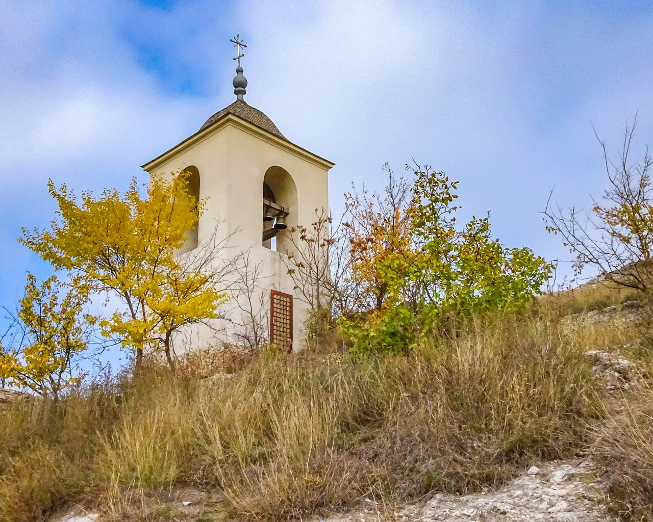 Klokkentoren-grotklooster-Orheiul-Vechi-Moldavie