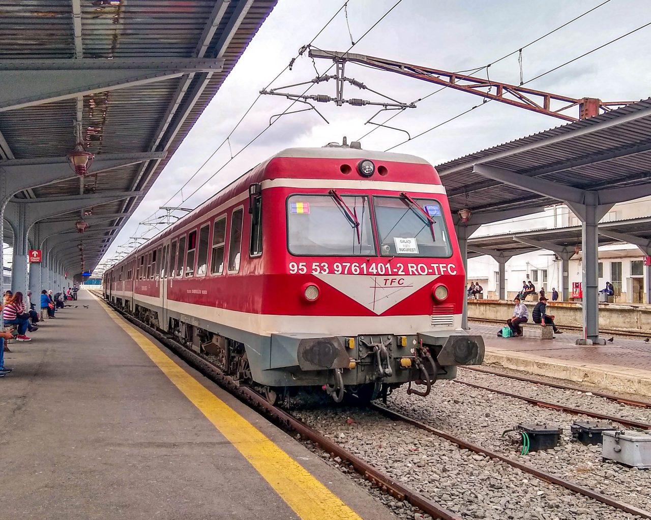 Trein-op-treinstation-Roemenie