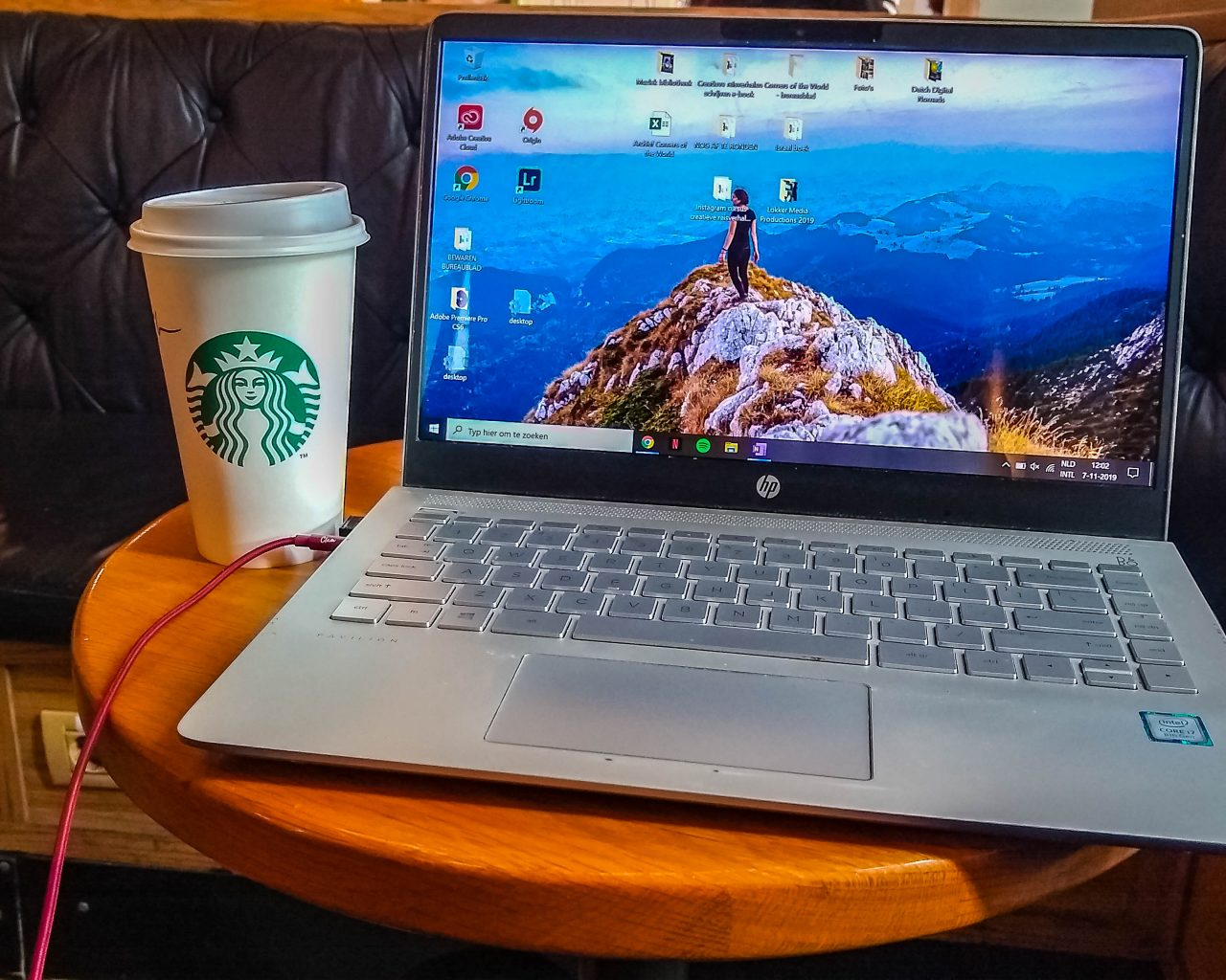 Laptop-en-starbucks-beker-Starbucks-Unirii