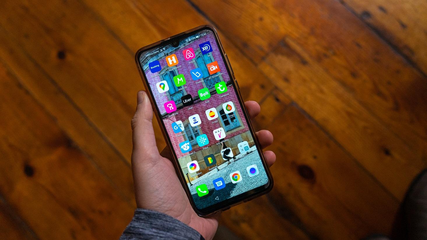 telefoonscherm-handige-apps-voor-op-reis