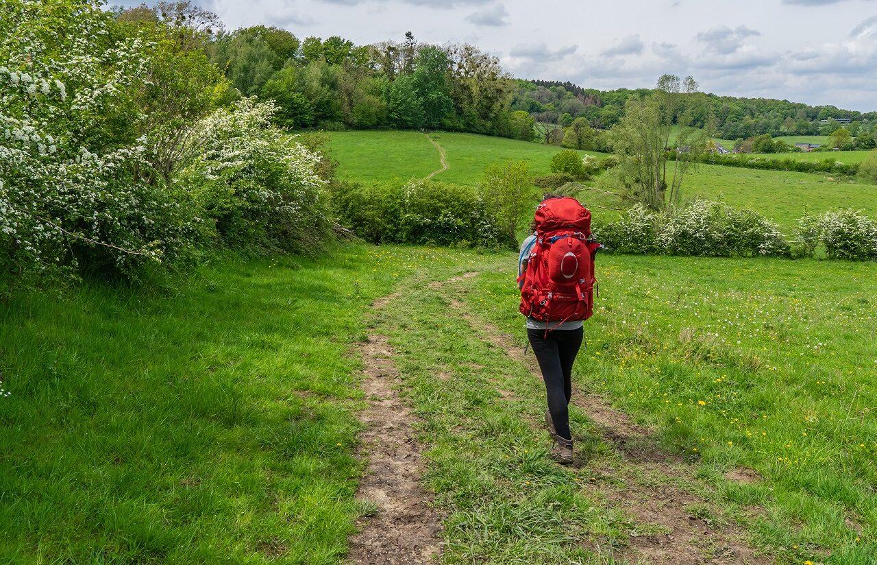 Jessica-met-rugzak-wandelen-Dutch-Mountain-Trail